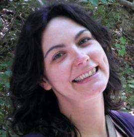 Antonella Cardone - Giornalista Consigliera Nazionale ODG Giornalista professionista dal 2008, già pubblicista fin dal 2000, Antonella Cardone svolge la sua attività di cronista in Emilia-Romagna. Collaboratrice per quotidiani come Il Riformista, Repubblica, L'Unità, Italia Oggi, è al suo primo mandato come Consigliere nazionale dell'Ordine dei giornalisti, la più votata della sua regione. Laureata in Scienze Politiche, segue la complessità dei temi della cronaca locale con una particolare passione e competenza riguardo economia, lavoro e politica. Fa parte del Coordinamento precari e freelance dell'Emilia-Romagna.